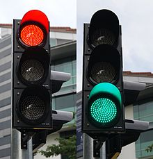 220px-Red_and_green_traffic_signals,_Stamford_Road,_Singapore_-_20111210